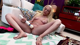 Skinny blonde Roxy Nicole uses a Hitachi wand