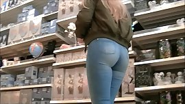 Candid curvy teen ass in tight jeans