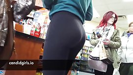 YOUNG TEEN YOGA PANTS SHOWS OFF NICE ASS HIDDEN CAM CANDID VOYUER PUBLIC